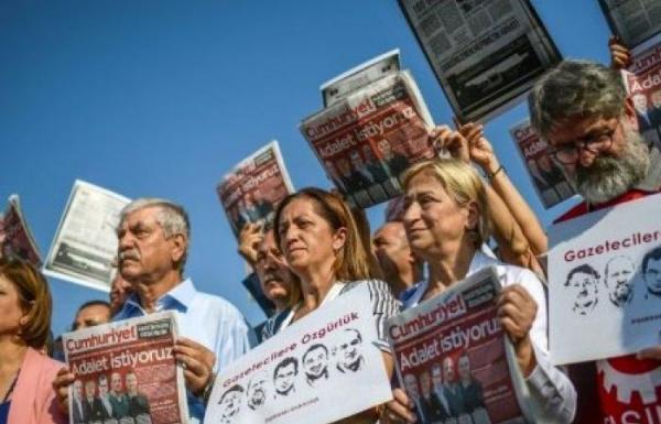 بدء محاكمة موظفي صحيفة &#34زمان&#34 المقربة من غولن في إسطنبول