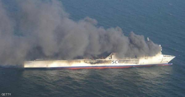 كارثة في بحر البلطيق.. النيران تلتهم عبارة تقل المئات