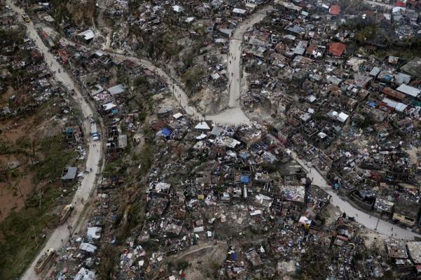 الإعصار الشرس &#34ماثيو&#34 نشر الدمار وقتل العشرات وشرد الملايين في هايتي (فيديو وصور)