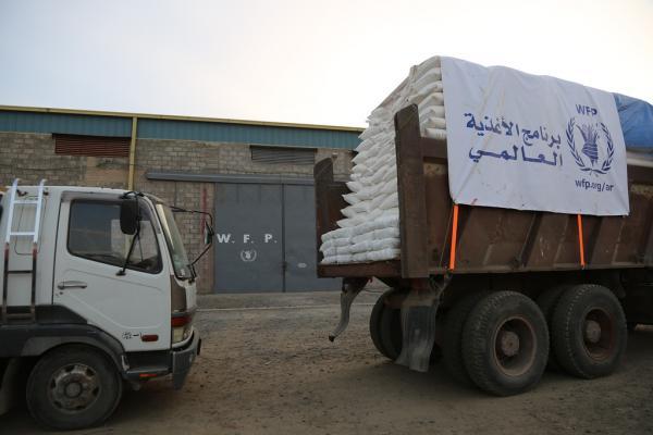 مصادر: مليشيا الحوثي بذمار تتسلم شهرياً شاحنتي مواد غذائية من الأغذية العالمية