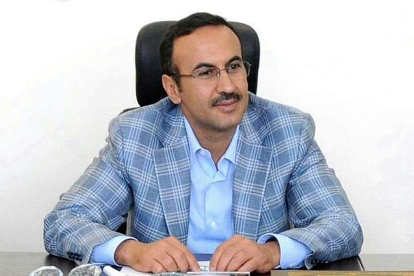 السفير أحمد علي يُعزي عبدالله الحرازي في وفاة نجله