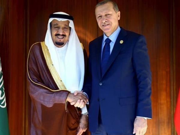 العاهل السعودي يؤكّد للرئيس التركي &#34صلابة&#34 العلاقة بين البلدين