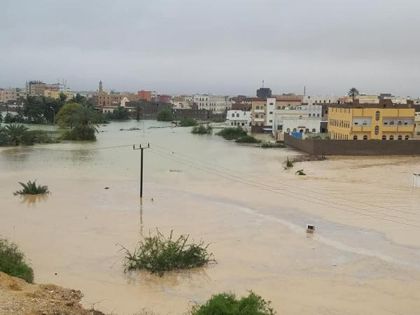 محافظ المهرة يشكر الرئيس وقيادة التحالف على جهودهم في إجلاء وإنقاذ المواطنين العالقين بين السيول