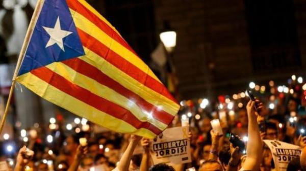 الحكومة الإسبانية &#34تجرد حكومة إقليم كتالونيا من سلطاتها&#34
