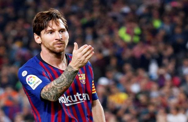 برشلونة يتصدر بالفوز على اشبيلية وميسي يصاب بكسر في ذراعه