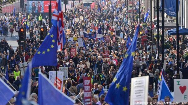 بريكسيت.. أكثر من نصف مليون بريطاني يطالبون باستفتاء جديد