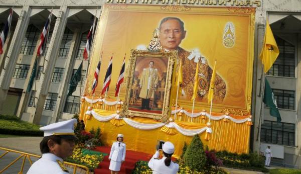 استعدادات فريدة لحرق ملك تايلاند الراحل منذ عام!