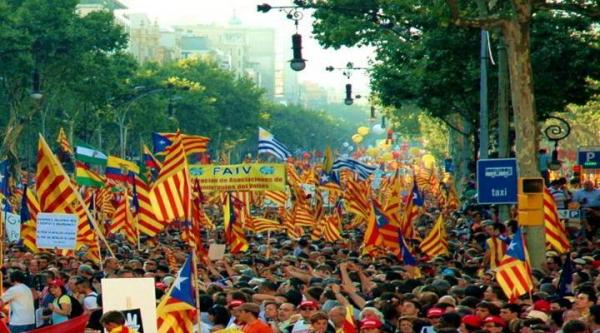 كتالونيا تعلن الانفصال ومدريد تقر الحكم المباشر للإقليم