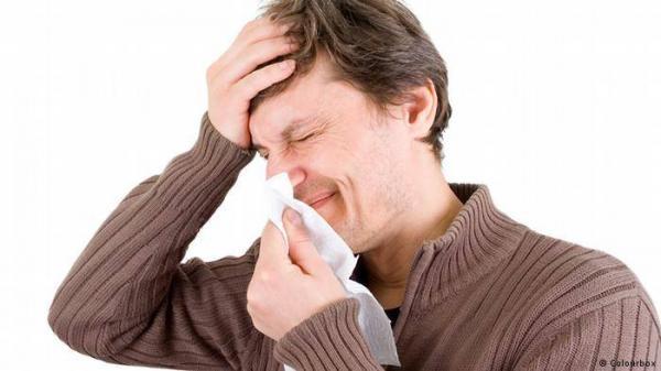 لماذا يعاني الرجل أكثر من المرأة عند الإصابة بالبرد؟