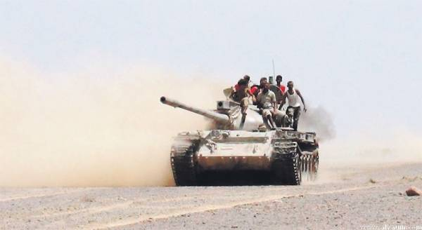 تعز.. اشتباكات توازياً مع وصول تعزيزات لحلفاء الرياض في الوازعية
