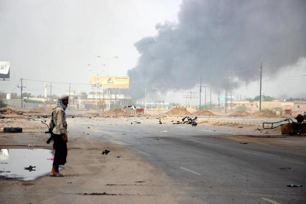 مليشيا الحوثي تقصف مركزاً تجارياً بمدينة الحديدة وتدمره بالكامل