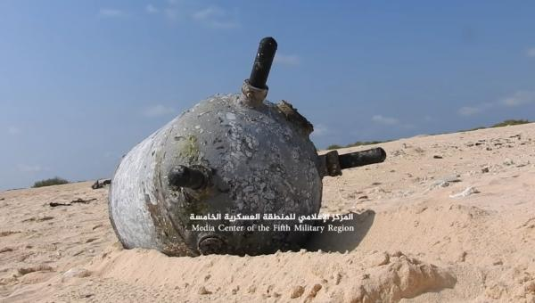 فيديو- العثور على لغم بحري حوثي قبالة سواحل جزيرة الفشت قرب الممر الدولي