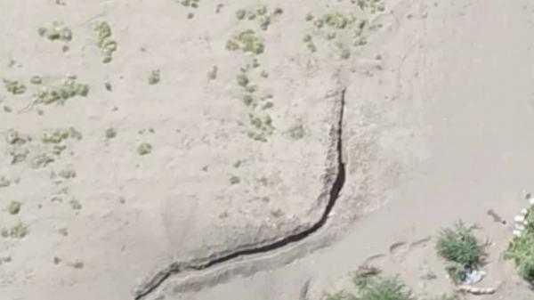 فيديو- الحوثيون يحفرون الخنادق ويدفعون بمجاميع مسلحة إلى التحيتا بالحديدة