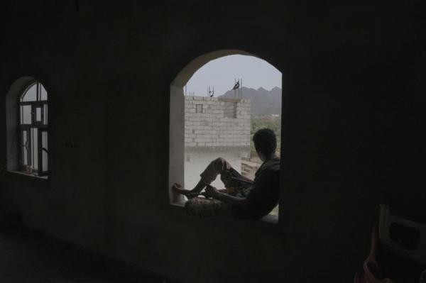 """مسلحون حوثيون يداهمون عزلة """"البيت"""" بنقيل الحُشا غربي الضالع ويختطفون عشرات الأهالي"""